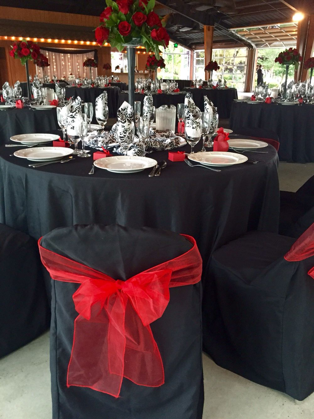 Black Table Cloth, Damask Satin Overlay Bunched In Middle Of Table, Red  Chair Bow