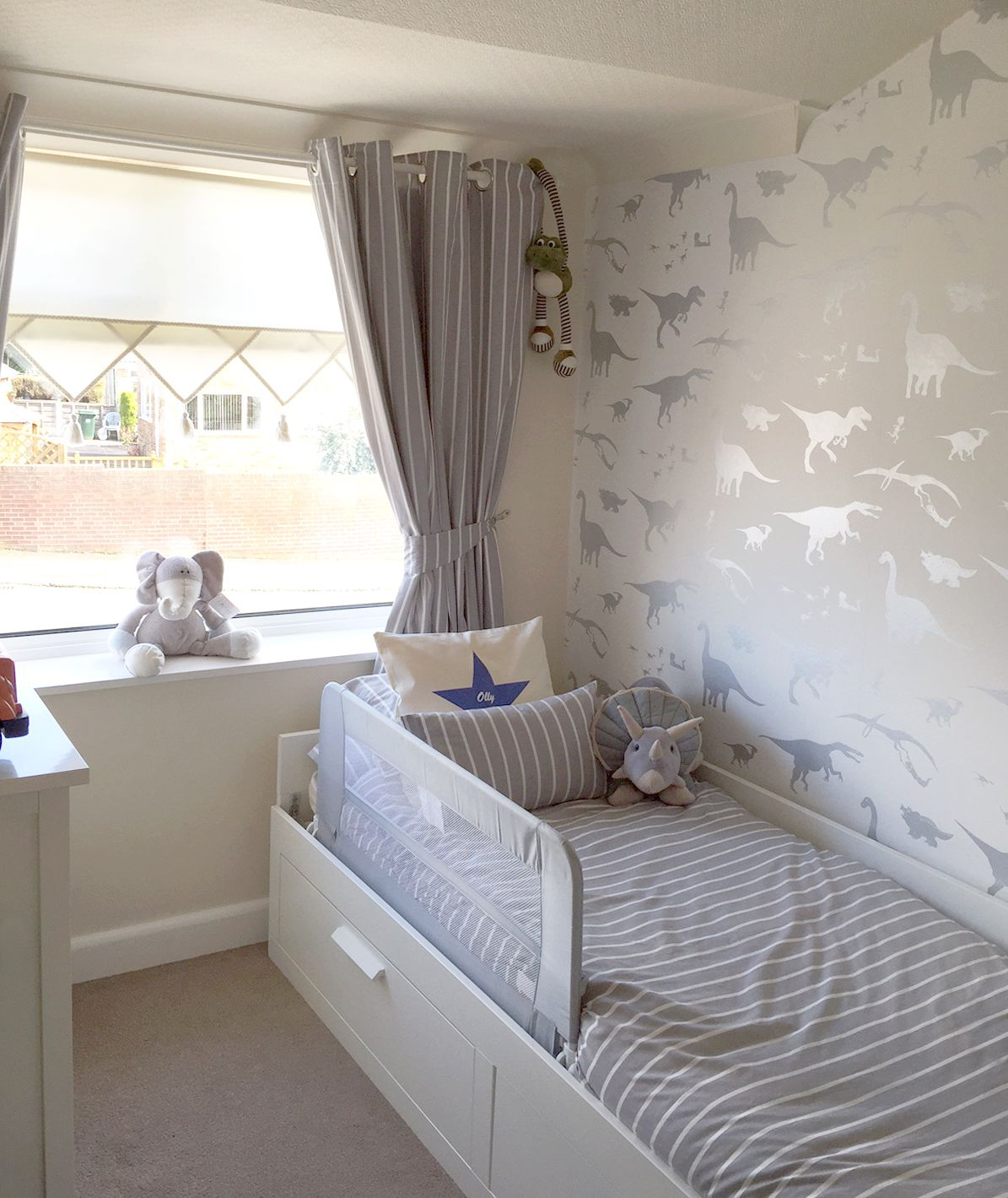 Childrens Bedroom Boys Bedroom Ideas Easy Bedroom Ideas Oak Furniture Bedroom Colour Paint Design: 'D'ya-think-e-saurus' White Wallpaper