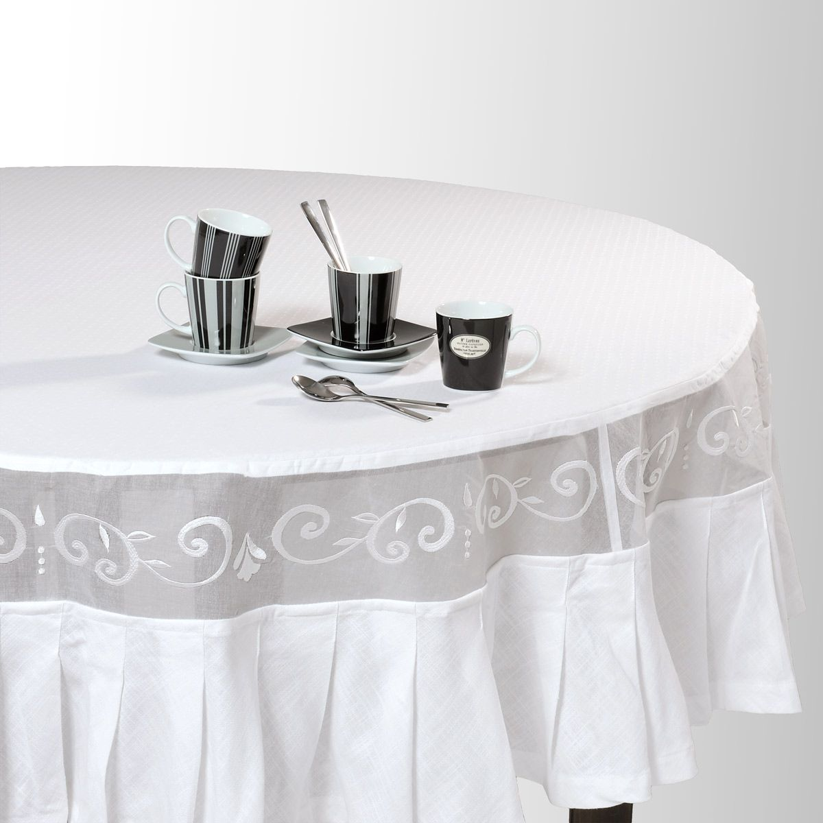 nappe ronde en coton blanche d 180 cm liste appartement. Black Bedroom Furniture Sets. Home Design Ideas