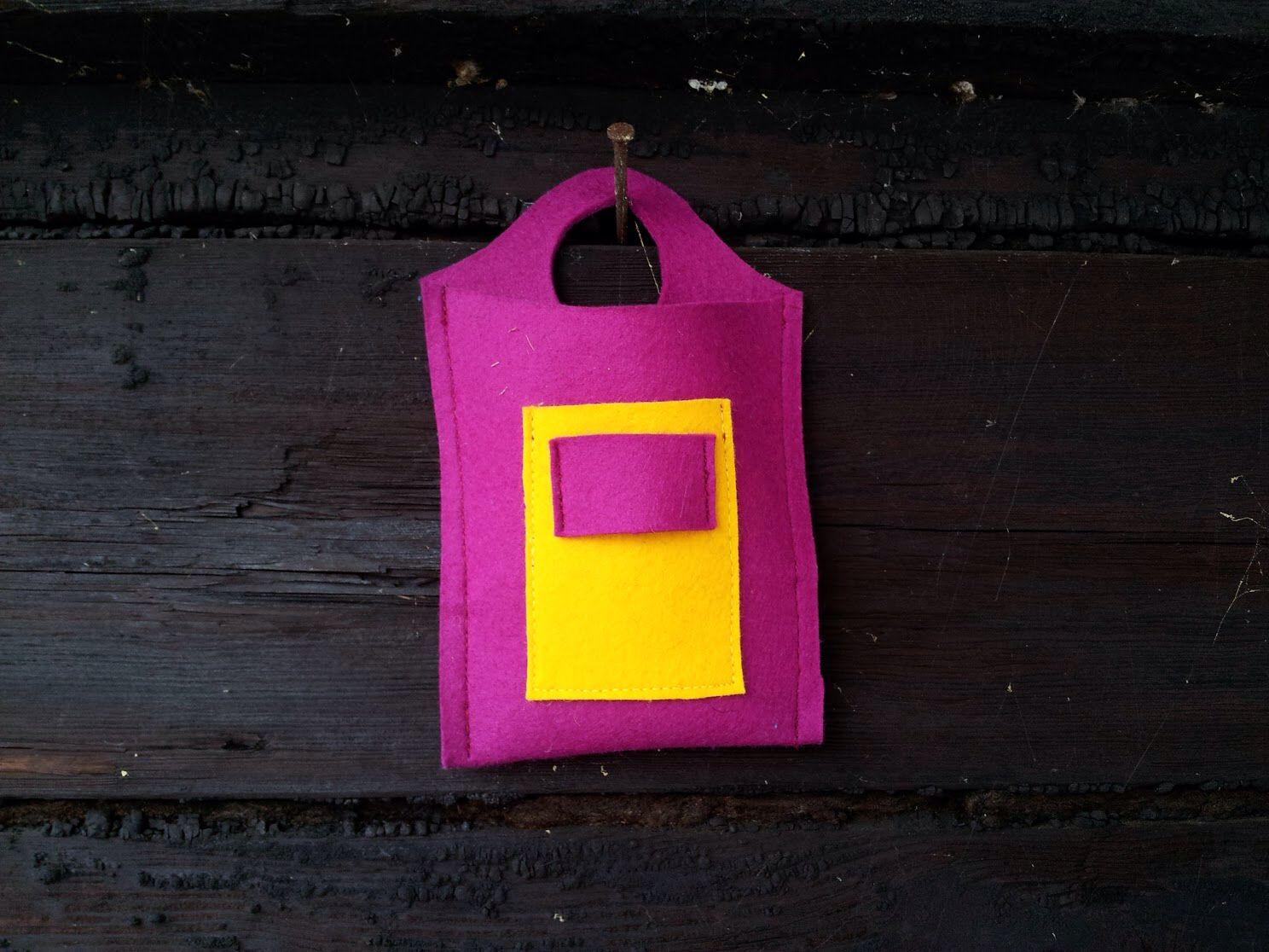 Leeni Finland ideoi laadukkaasta huovasta pienille ja tarpeellisille pikkutavaroille omia ratkaisuja. Pieni pussukka avaimille ja kännykälle. #leenifinland #saunahat #mökki