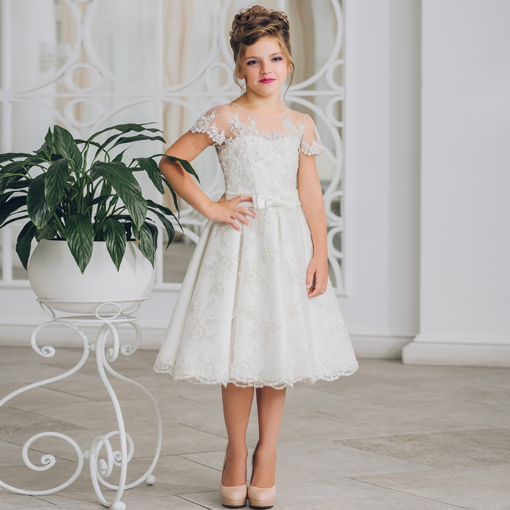 66.75$  Watch here - http://aliilx.worldwells.pw/go.php?t=32773345366 - Fashion White A-line Girl Knee Length Dress Button Back Short Sleeves Ribbon Bow Princess Dresses Kids Christmas Dress 0-12 Y 66.75$