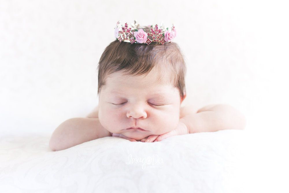 Newborn photography white backdrop crown chin on hands pose newborn posing