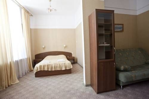 Otdykh Mini Hotel Yalta Featuring free WiFi, Otdykh Mini Hotel offers accommodation in Yalta within a 10-minute walk from the seaside. Free private parking is available on site and there is a children's playground.