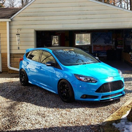 Like An Angry Smurfs Amazing Blue Ford Focus St Mk3 Black Wheels And Roof Ford Focus St Ford Focus Ford