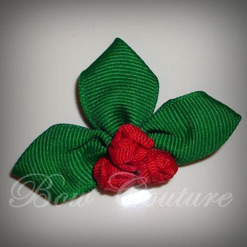 Sculpted Ribbon Holly