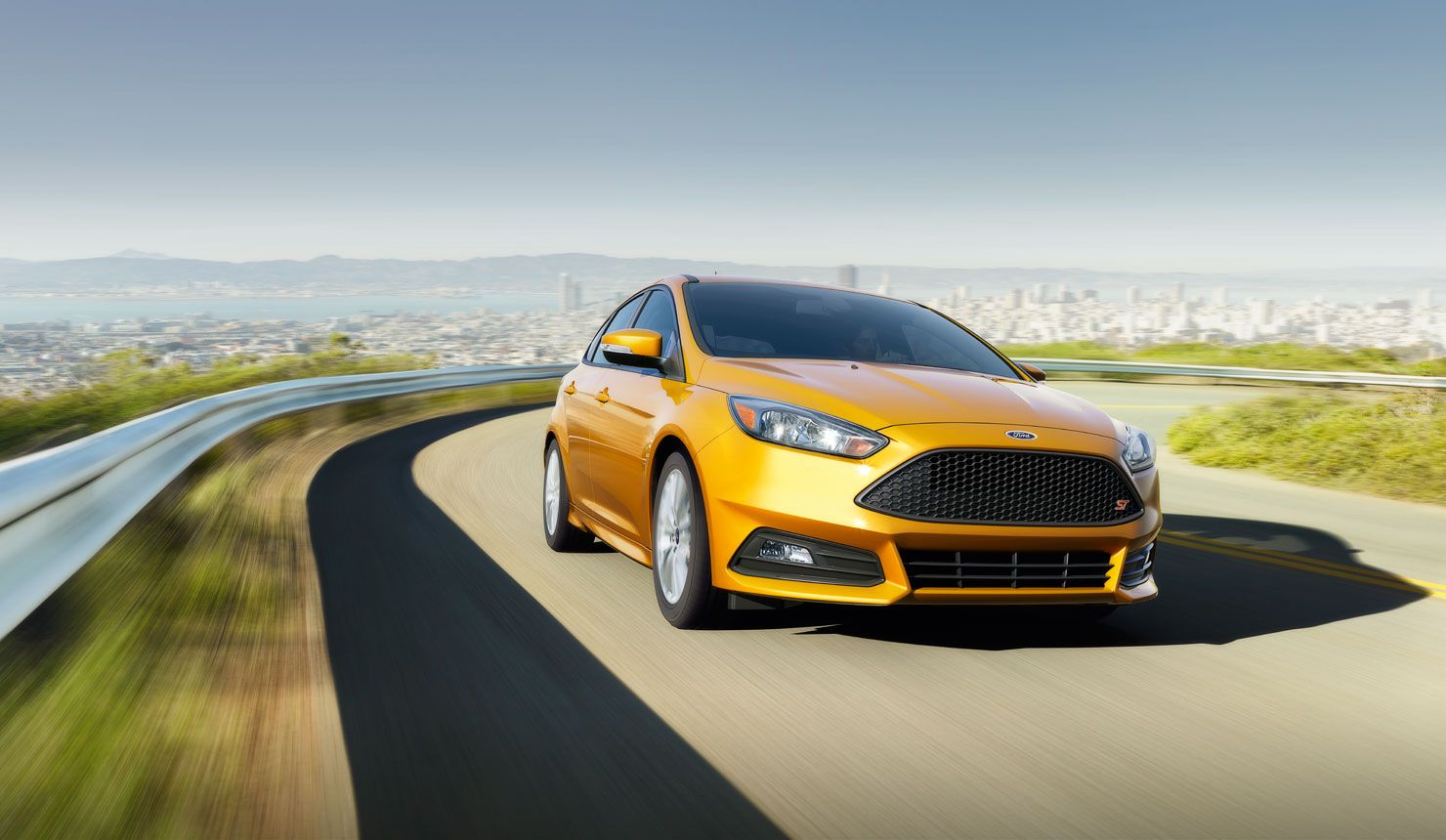 The 2015 Ford Focus A THING OF BEAUTY. AND BRAINS. Visit