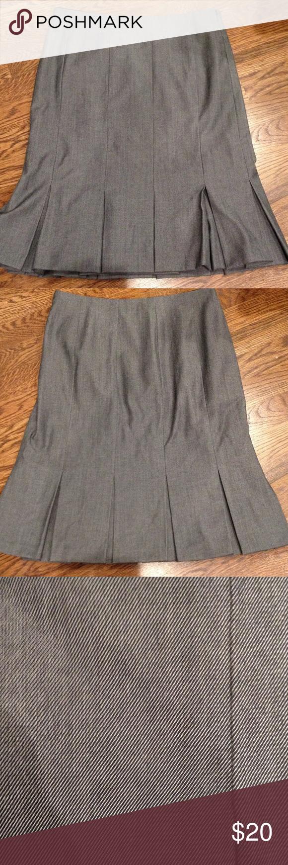 "Sale! Gap stretch fully lined flitter skirt Black/gray bottom flutter skirt. Approximately 22"" length, about 14.5"" waist. Side zipper closure GAP Skirts"
