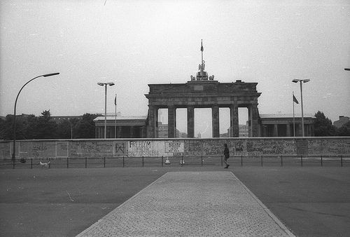 Deutschland Berlin Brandenburger Tor Berliner Mauer Places To Travel Berlin Travel