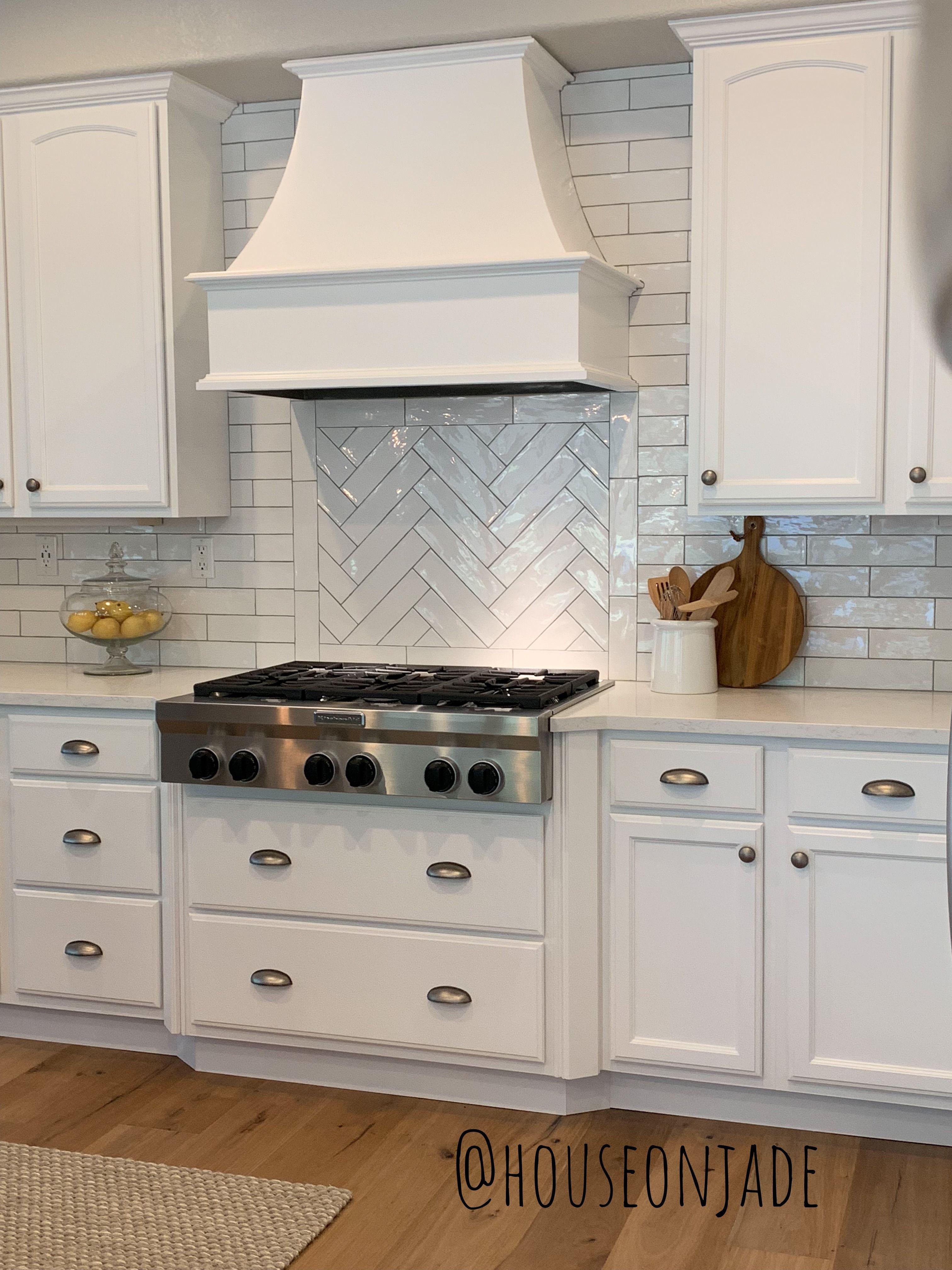 Castlewood Curved Gourmet Chimney Range Hood Kitchen Backsplash Designs Kitchen Hood Design Kitchen Range Hood
