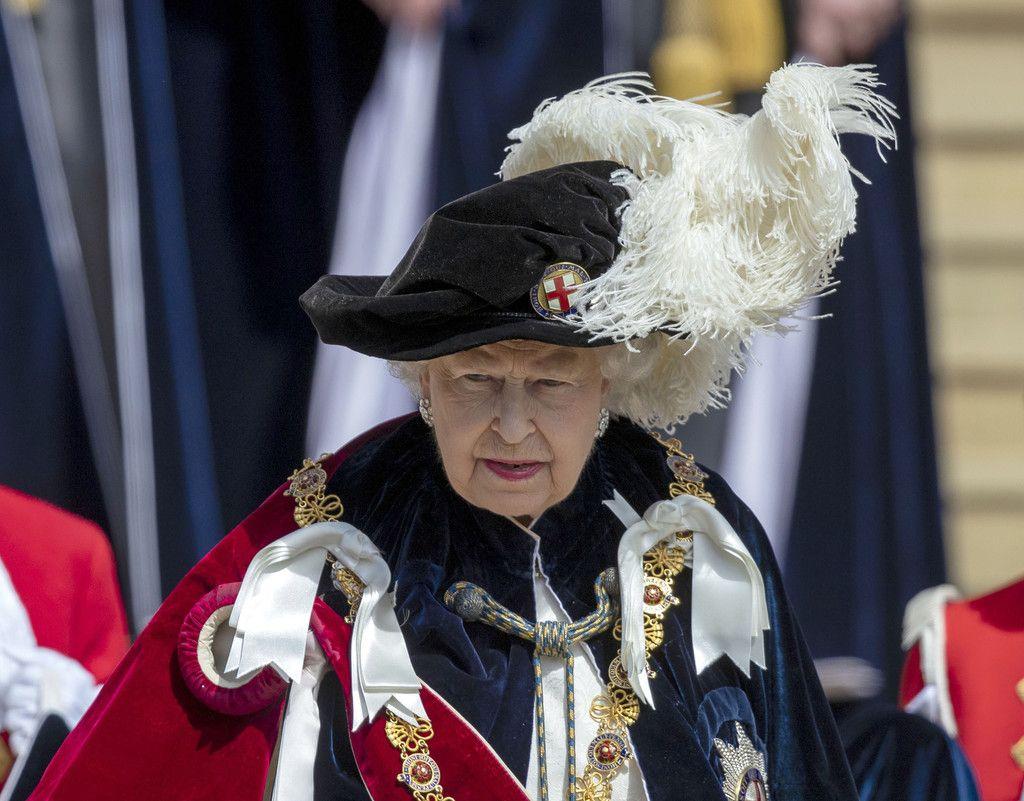 Queen Elizabeth II Photos Photos Order Of The Garter