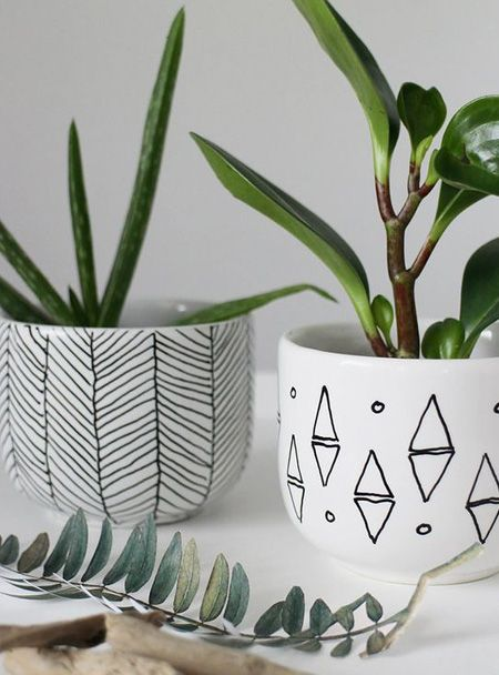 If you have glossy ceramic pots you can use a Sharpie ceramic pen to add an interesting design or your own wording. Clean and dry the pots, apply your design, and then place the pots in a warm oven for a couple of hours. The design will be semi-permanent and add a personal touch to your flower pots. #flowerpot
