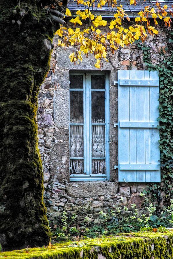 Blue windows | WINDOWS - DOORS - GATES & PASSAGES | Pinterest ...
