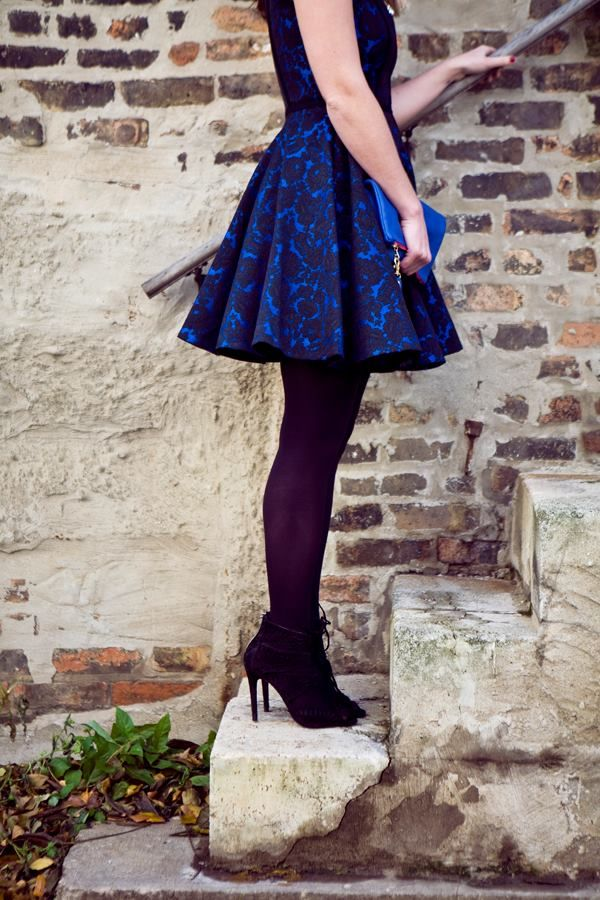 Vestido azul medias negras