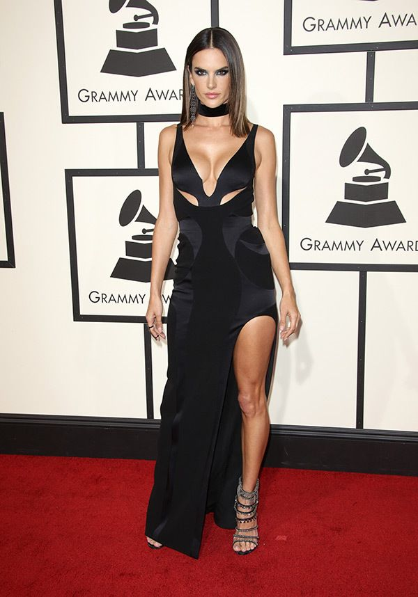 Grammys 2016 - Alessandra Ambrosio in Atelier Versace