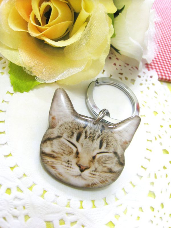 Faz Jewelry's Brilliantly Realistic, Wearable Cat Art    http://www.catster.com/cat-chic/faz-jewelry-realistic-cat-art