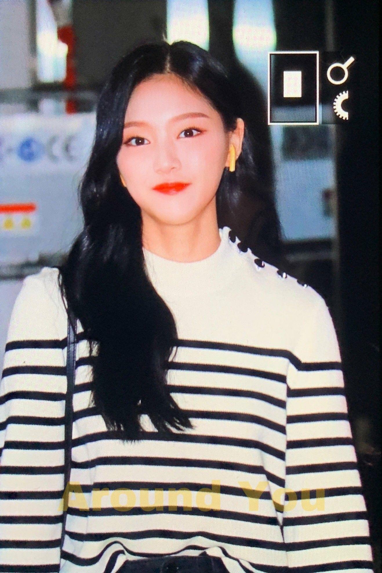 Hyunjin Loona Kpop Girl Groups Kpop Girls Girl