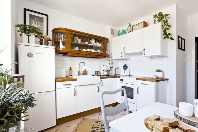 Stylowa Biala Kuchnia Jak Polaczyc Nowe Ze Starym Urzadzamy Pl Rustic Kitchen Kitchen Remodel Small Small Apartment Kitchen