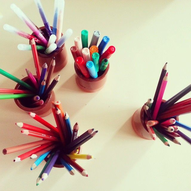 Des crayons. Lápices.