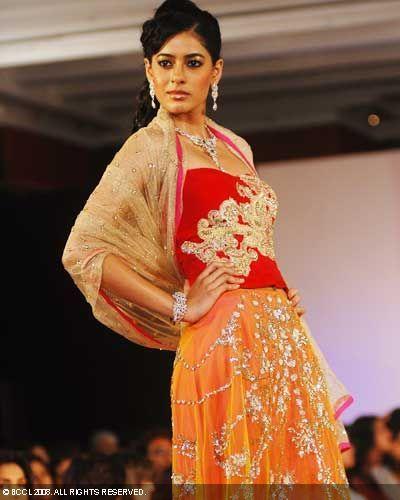 Bridal-Asia-08-Pallavi-Jaikishan.jpg (400×500)