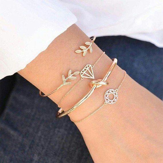 ARIEL | Golden 4pcs Boho pulsera brazalete conjunto de joyas triángulo de cristal nudo cactus cartas de amor | Conjunto de 4 brazaletes con nudo de triángulo dorado