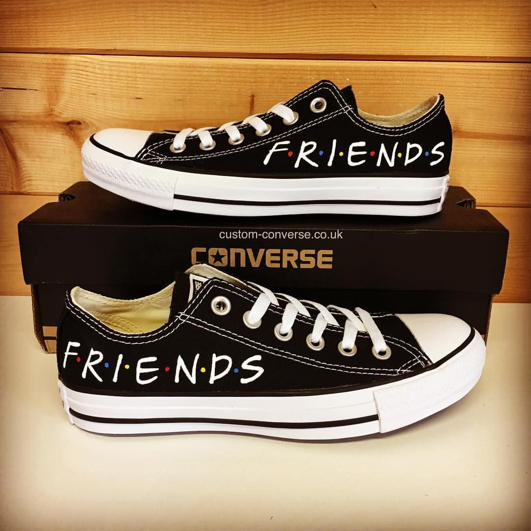 Friends Low Tops converse Converse, Converse sko, lerret  Converse, Converse shoes, Canvas