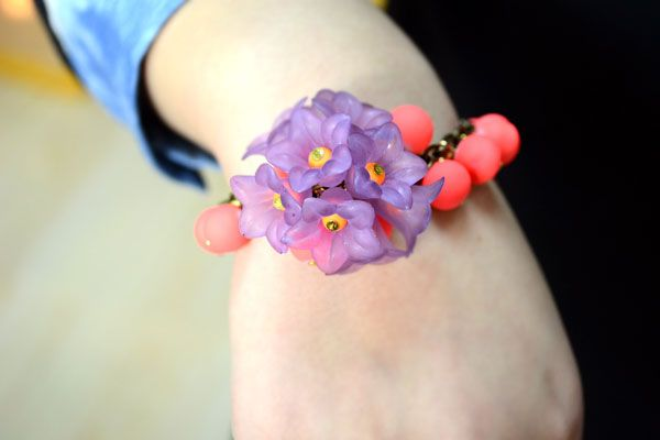 Cute bracelets that I can use my pretty flower beads for.