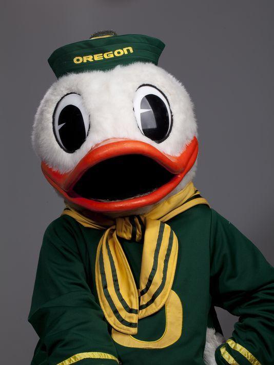 The Oregon Duck Best Mascot Ever Oregon Ducks Football Oregon Ducks Oregon Football