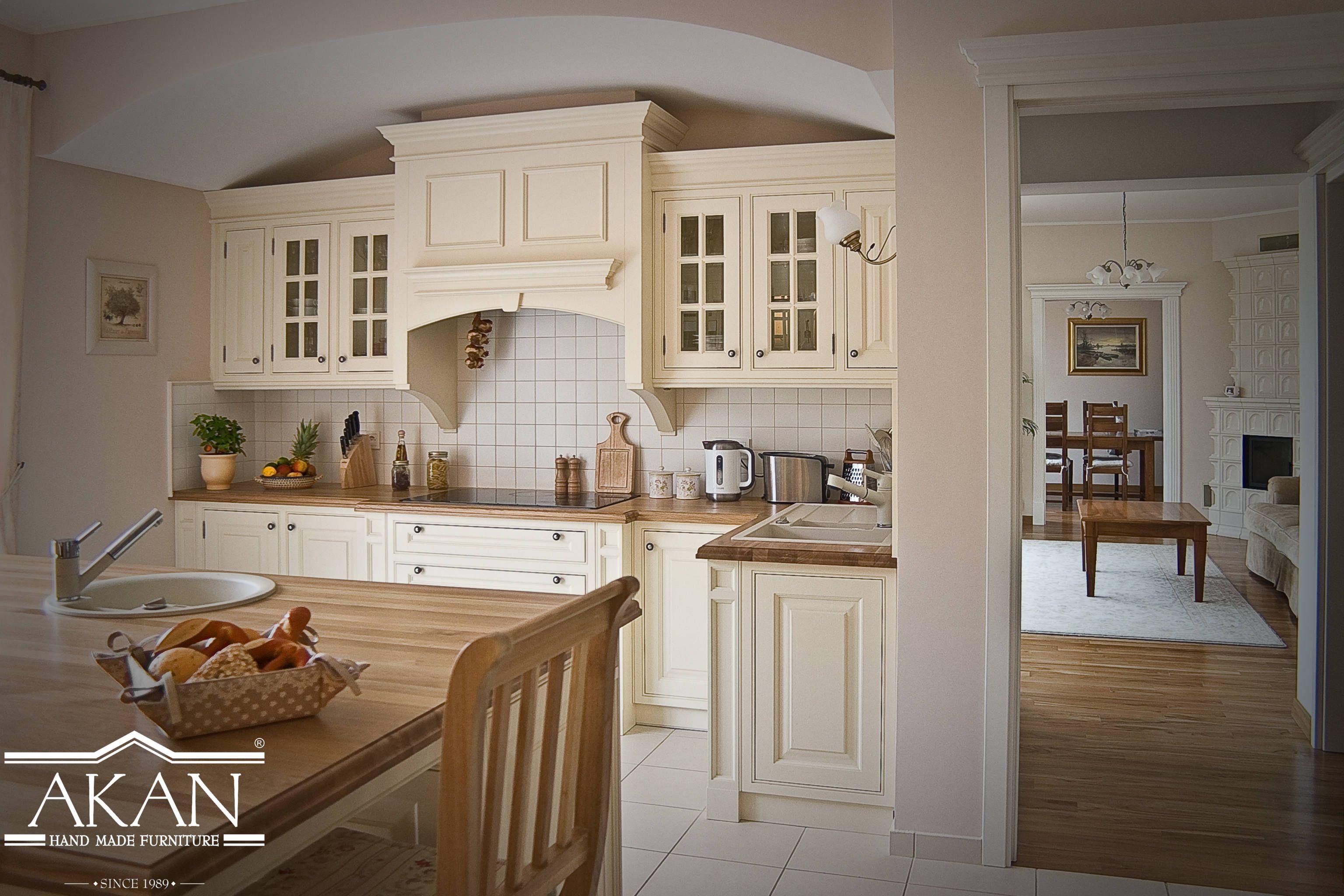 Piekna Klasyczna Zabudowa Kuchni Stanowisko Piecowe Kremowa Kuchnia Lite Drewno Akan Hand Made Furniture Cream K Kitchen Kitchen Furniture Furniture Making