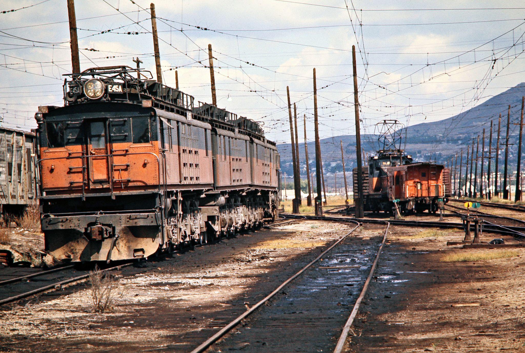 fc485ff2afac243a189399e4e9559eaa - Electric Railroad through the Rockies