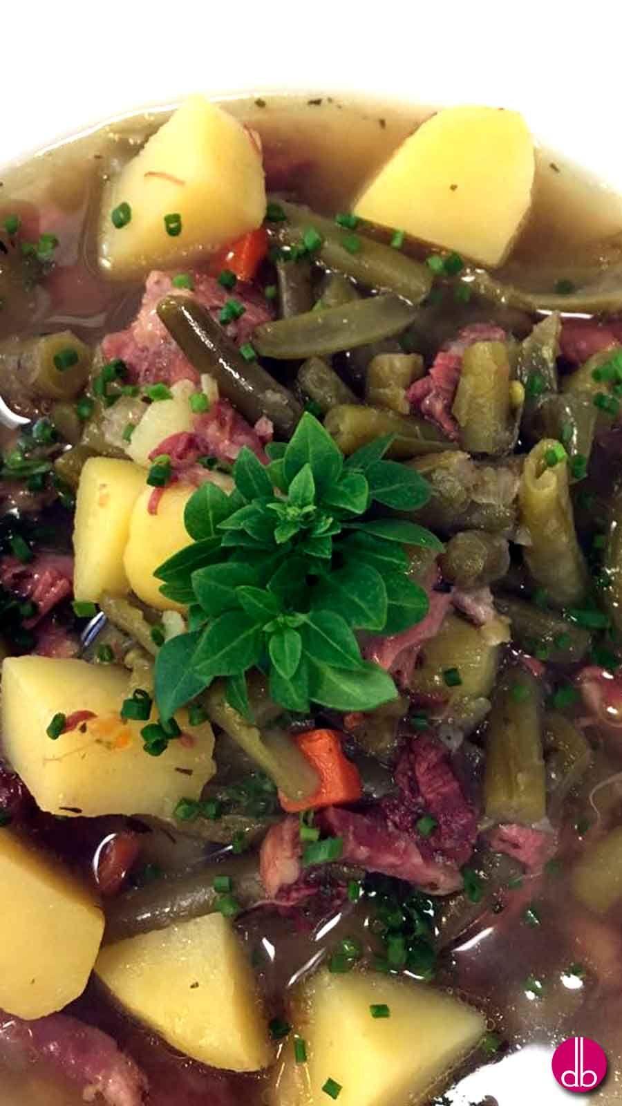 Grüner bohneneintopf mit rindfleisch