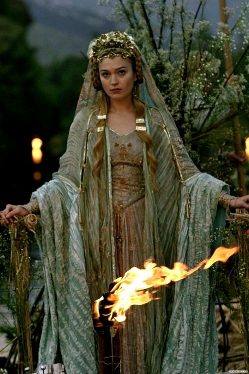 Brighid - Celtic Goddess of hearth and home, fertility, smithcraft, and healing…                                                                                                                                                     Más