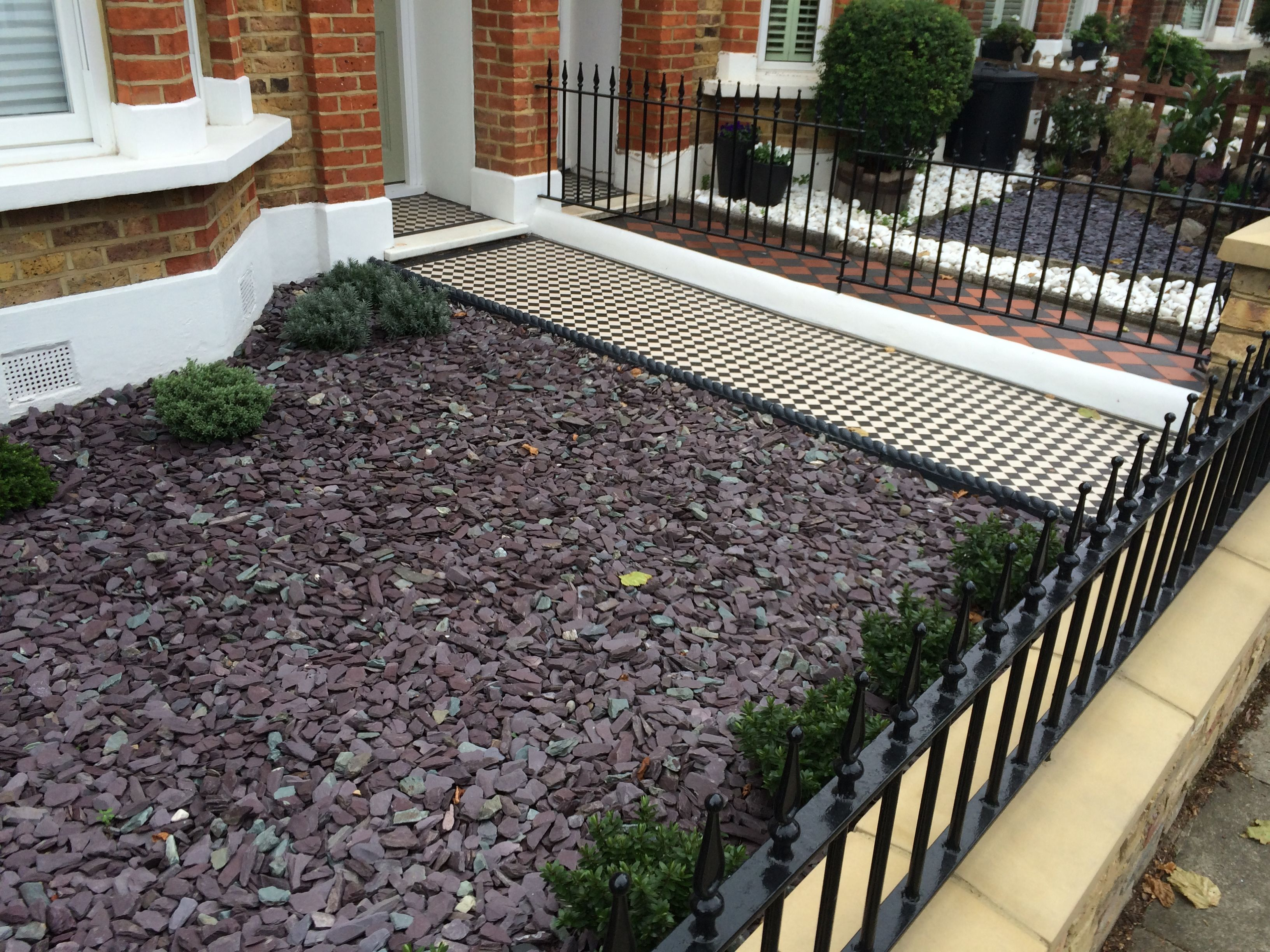 plum slate gravel hebes buxus balls black and white tiled path