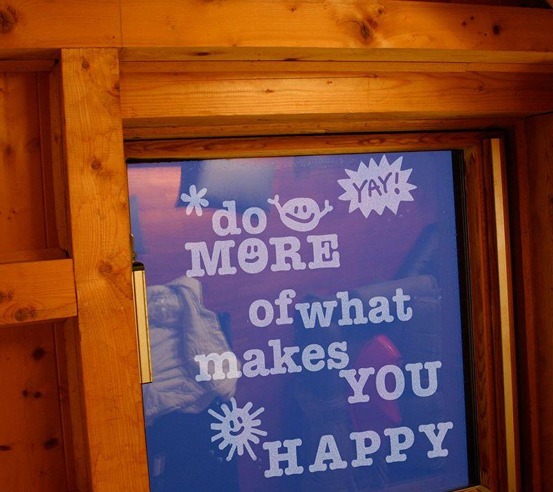 Fenstertattoo 'Do Happy'
