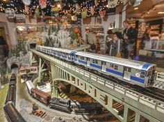 See An Epic Holiday Train Show In Grand Central For Free This