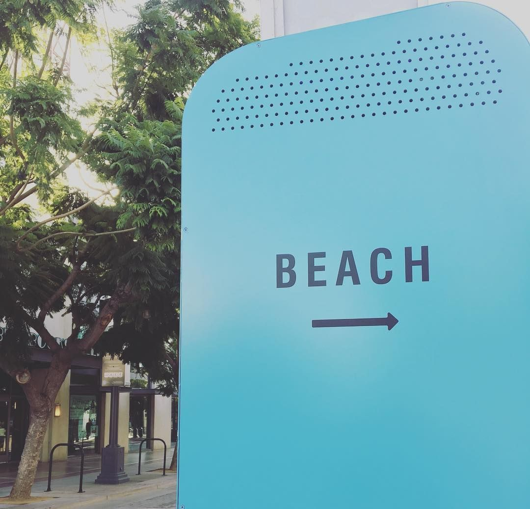 Who is ready for the weekend...we are !! Following the signs to a relaxing weekend ! #beach#socal#santamonica