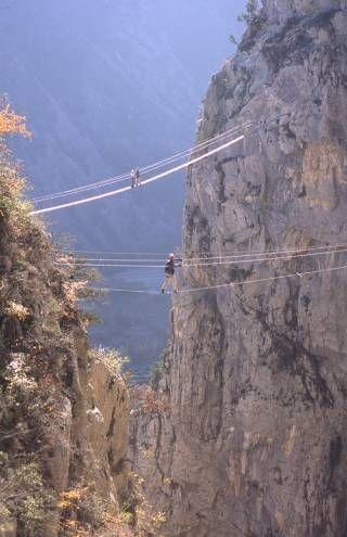 Le Pont Nepalais Via Ferrata La Motte Du Caire Endroits A Visiter Tourisme Le Caire