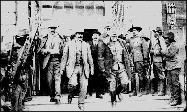 Los Generales Rodolfo Fierro Francisco Villa Y Hugh Lenox Scott A
