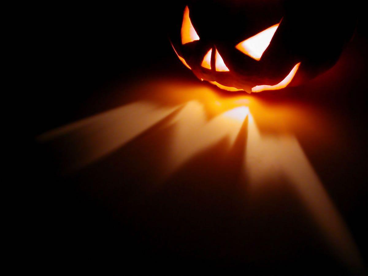 25 creepy halloween wallpapers to haunt your pc