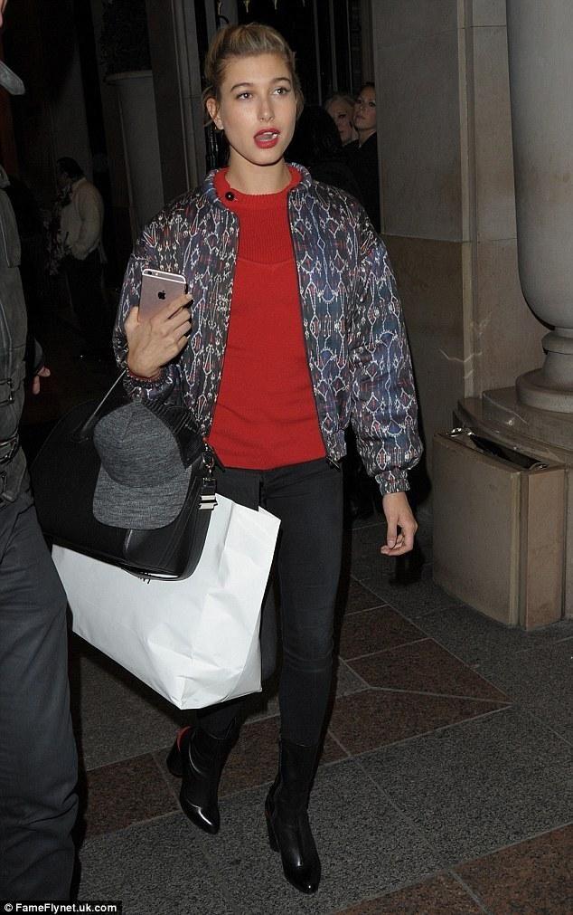 7e2b10363fe Hailey Baldwin wearing Givenchy Antigona Bag