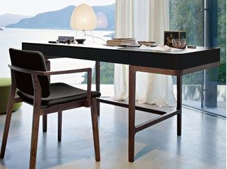 Scrivania Ufficio Legno Massello : Scrivania in legno massello con cassetti victor lema desks