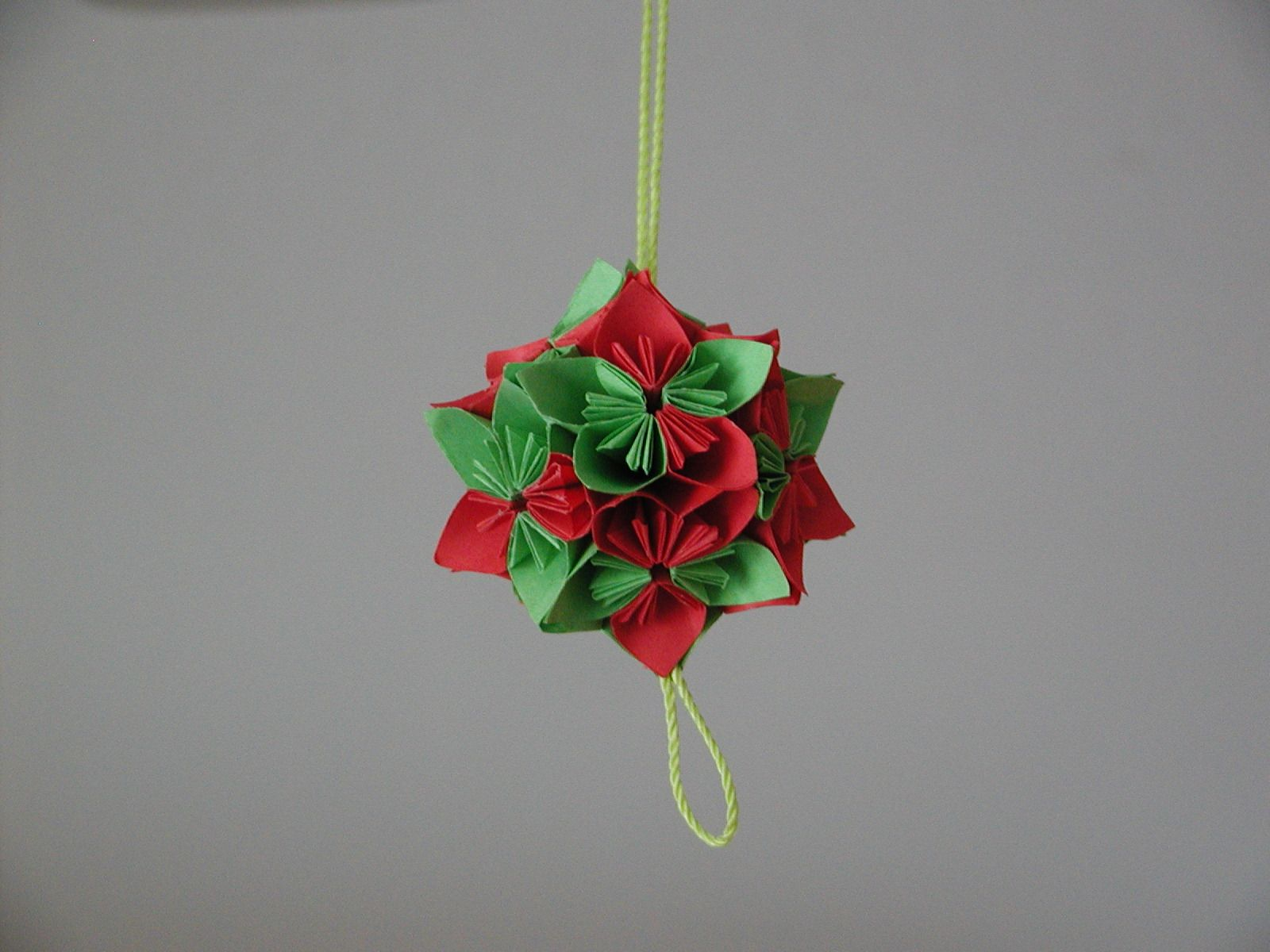 13 Tree-Worthy DIY Christmas Ornaments | Origami christmas star ... | 1200x1600