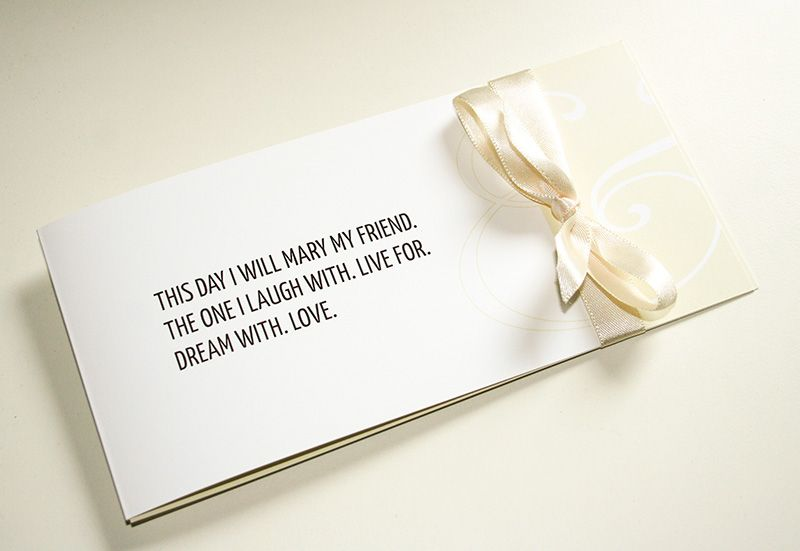 Einladung Zur Hochzeit Mit Hochzeitsspruch Auf Der Vorderseite, Farbe Creme  Braun Mir Cremefarbener Satinschleife Als