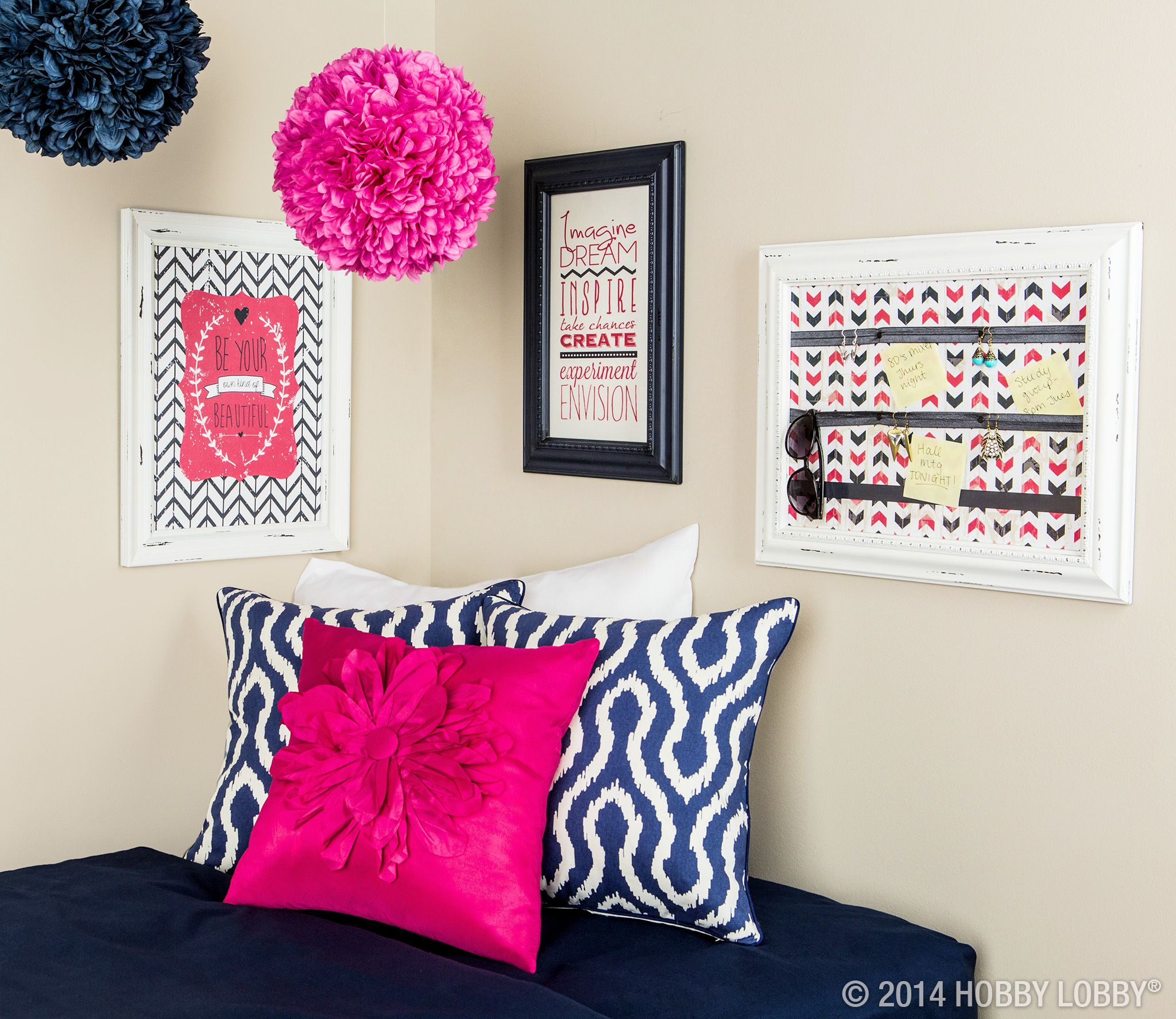 A Decorating Style That Doesn T Get Dated: If You're Planning On Decorating Your Dorm Room, Remember