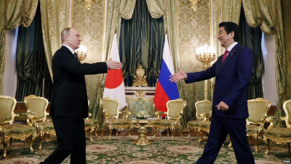 #world #news  Putin And Japan's Abe Discuss Island Dispute, Korea Tensions  #StopRussianAggression @realDonaldTrump @POTUS @thebloggerspost