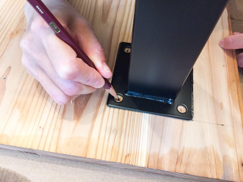 簡単diy 杉の集成材を使ったデスクを自作する 画像あり 集成材