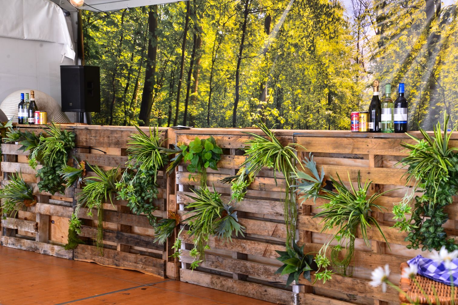 Rustic Pallet Bar. For hire details contact: www.youreventsolution.com.au/contact.php #YESevents #YourEventSolution