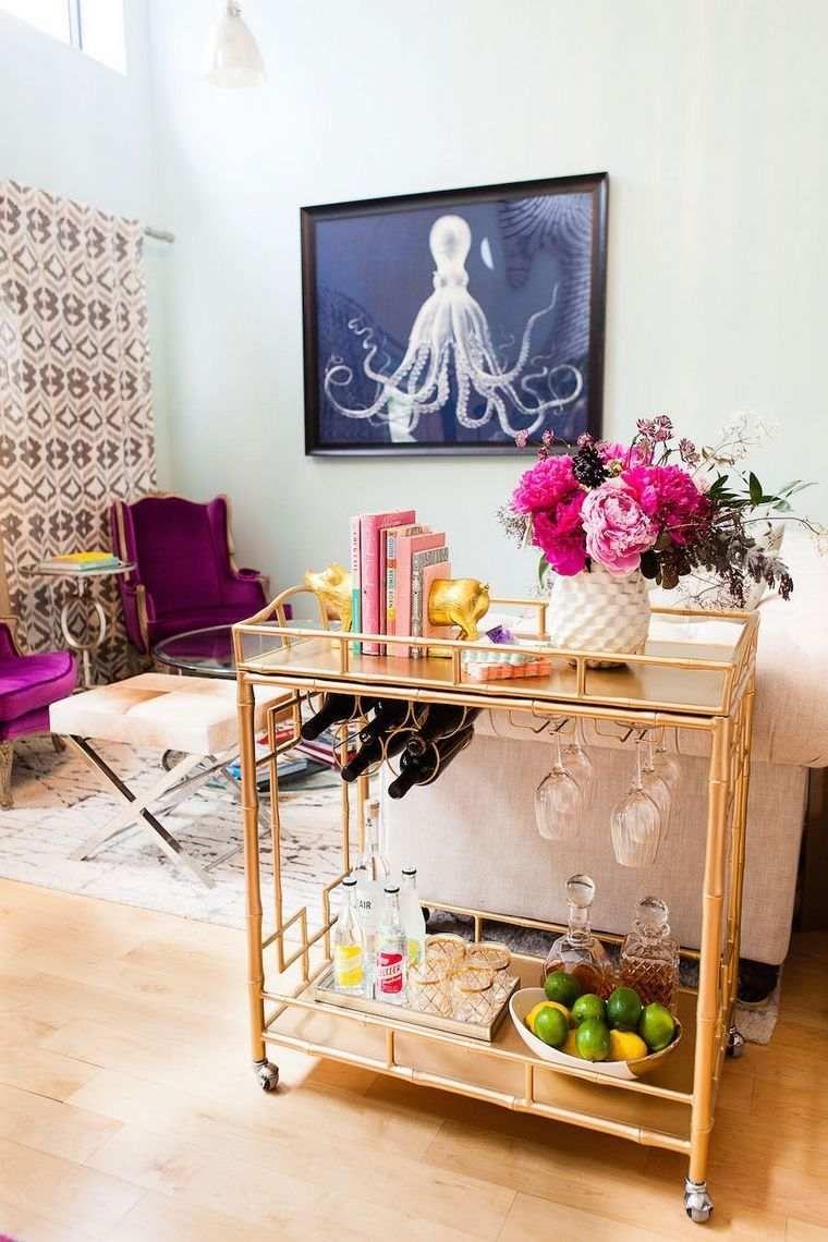 Objets déco design moderne de couleur mauve violet
