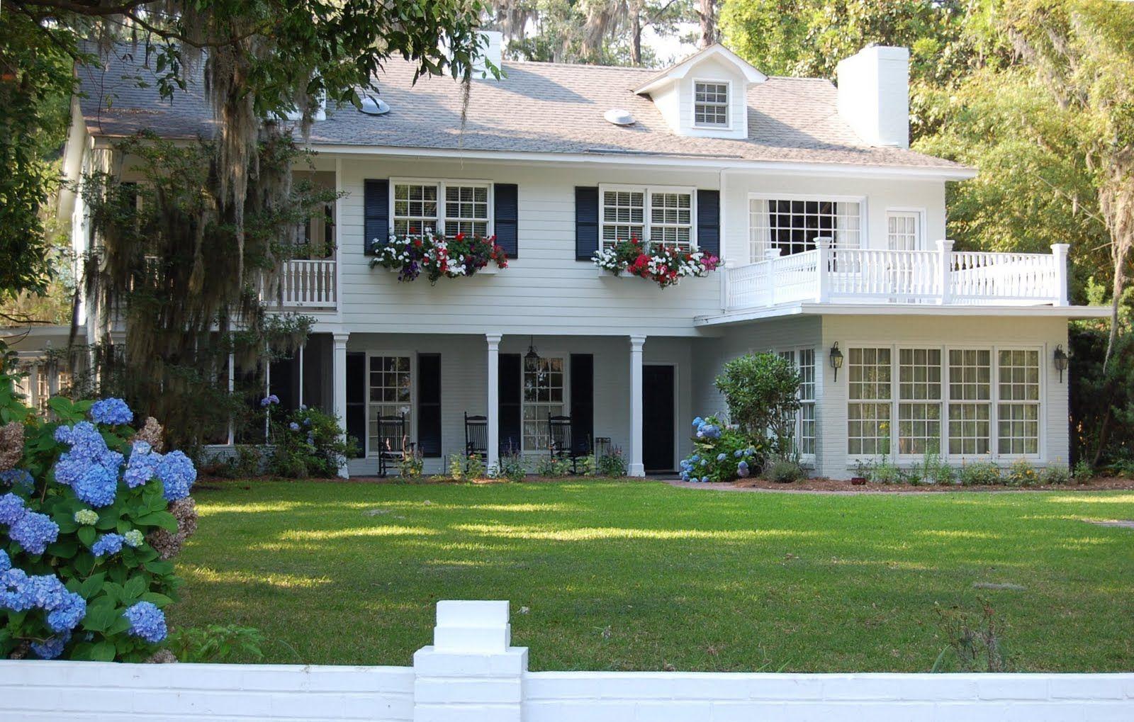 white house | Porches | Pinterest | White houses, Porch pillars ...
