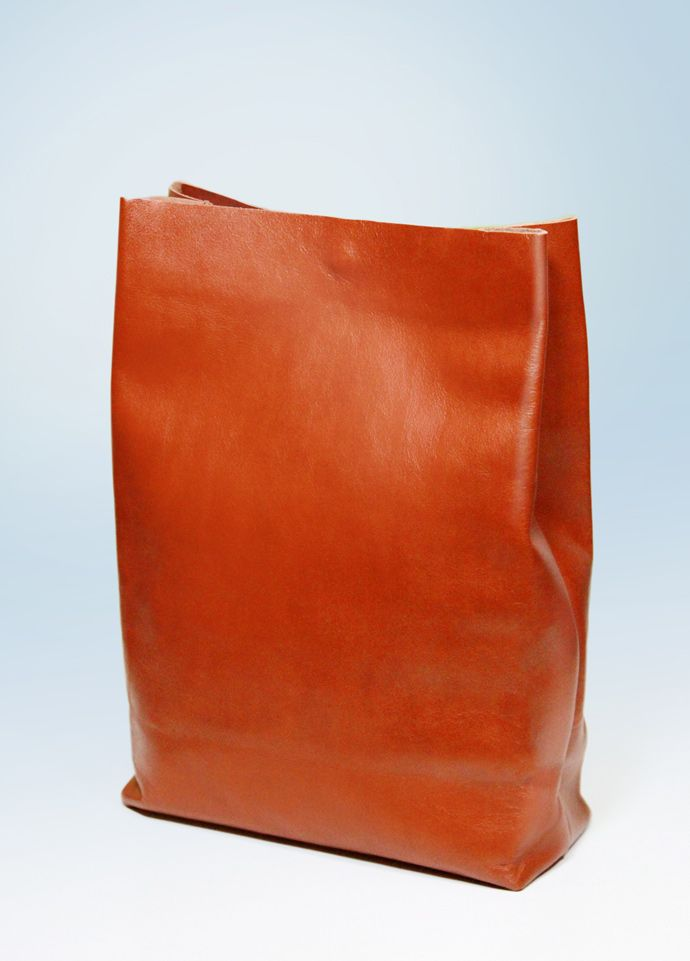 Cloud Choko. Natural leather 'lunch-bag'. A bag made from a soft leather inspired by... actually lunch-bags. Has a magnet clasp. Throughly fine-drawed. A-Rada