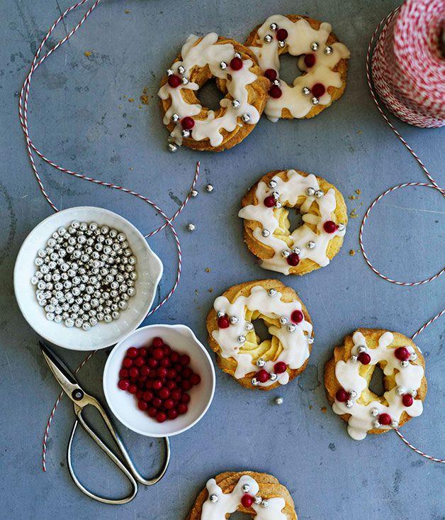 almond shortbread wreaths with brandy glaze cookies pinterest